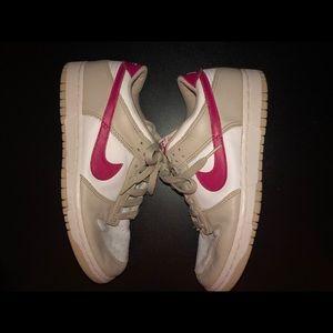 pink nike sneakers 💌